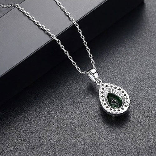 Beautiful Diamond Shape Pendant With Chain Emerald