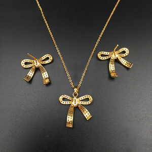 Knot Style Gold Plated Zirconia Pendant Set