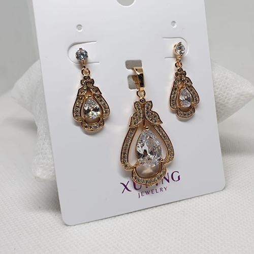 Big Crystal Goldplated Fancy Locket Set with Chain 3