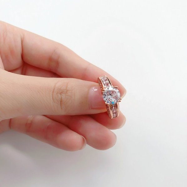 Beautiful Rose Gold Crystal Stone Ring 4